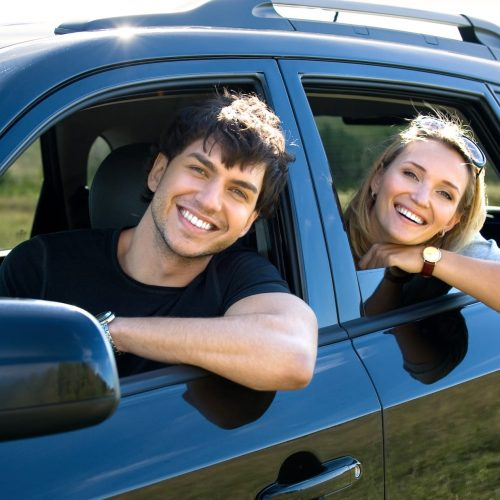 bautiful-happy-young-couple-driving-car